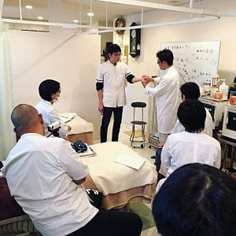 鍼道五経会とは、互いに切磋琢磨できる勉強会の写真