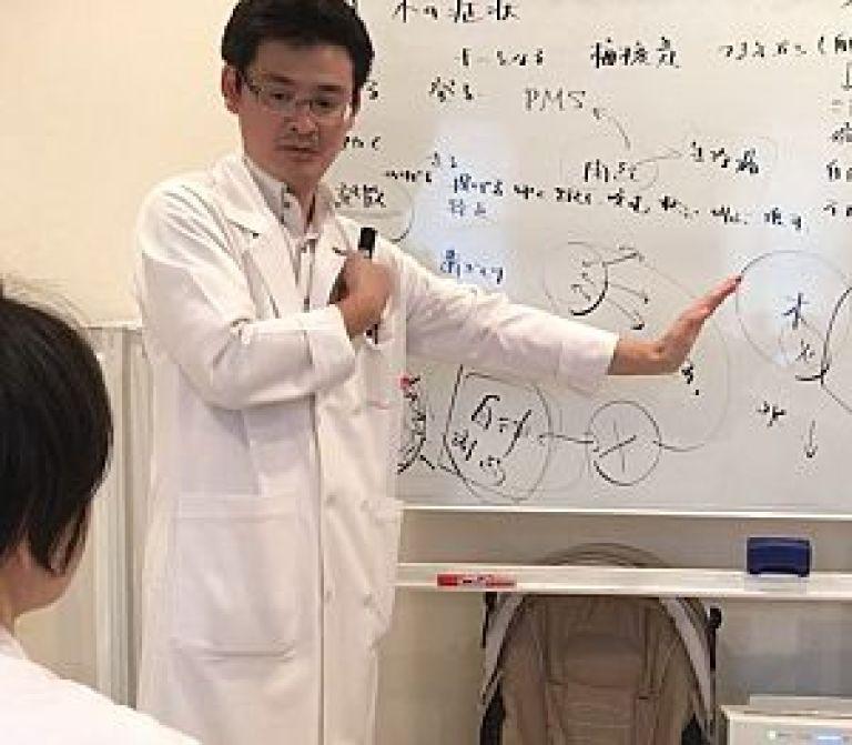 生老病死を学ぶの講義風景、足立繁久先生