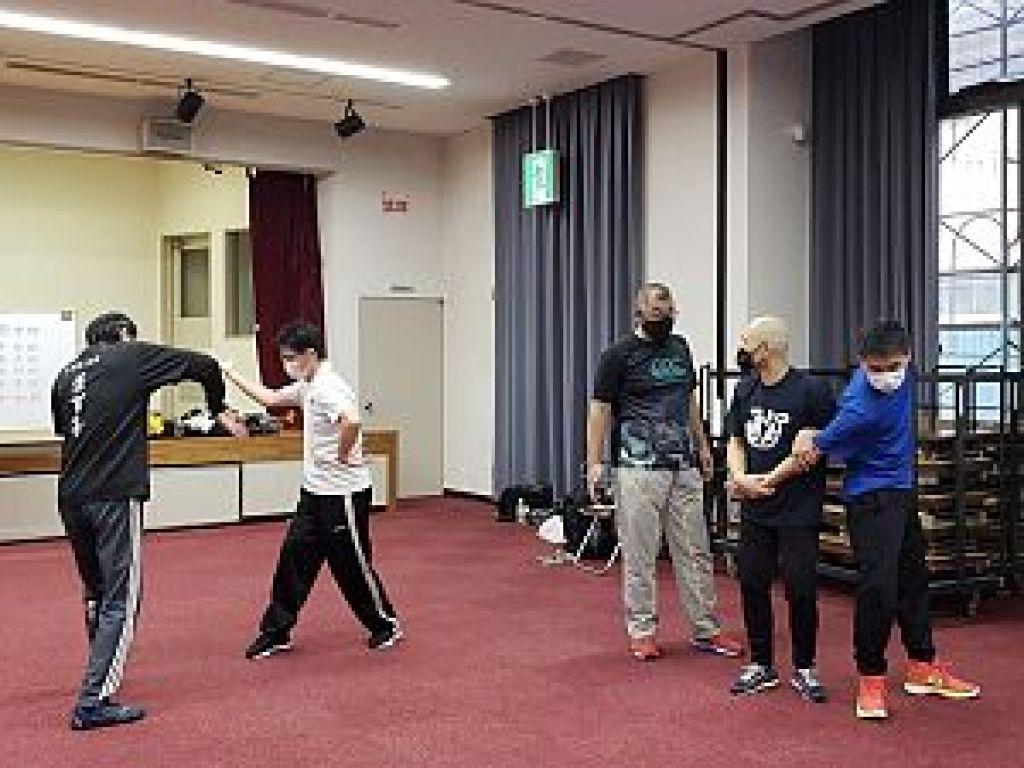 村松希実彦先生による通背拳の指導