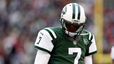 EAST RUTHERFORD, NJ - DECEMBER 21: Quarterback Geno Smith #7 of the New York Jets looks on from the sideline against the New England Patriots during a game at MetLife Stadium on December 21, 2014 in East Rutherford, New Jersey. (Photo by Jeff Zelevansky/Getty Images)