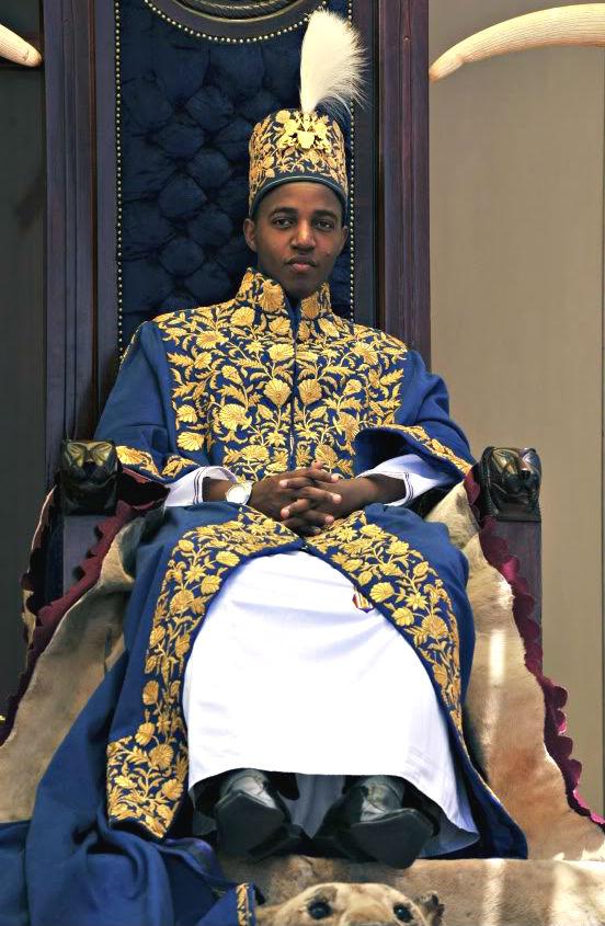 king Rukirabasaija Oyo in african procession