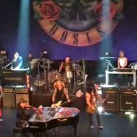 Guns N' Roses Rocks The Apollo In Harlem (Video)