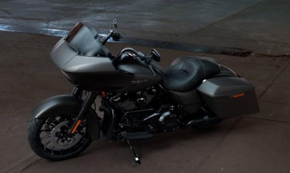 Motocykel Harley-Davidson touring Road Glide Special 114 farba Industrial Gray Denim