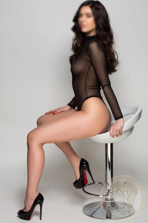 Brunette-London-escort-4