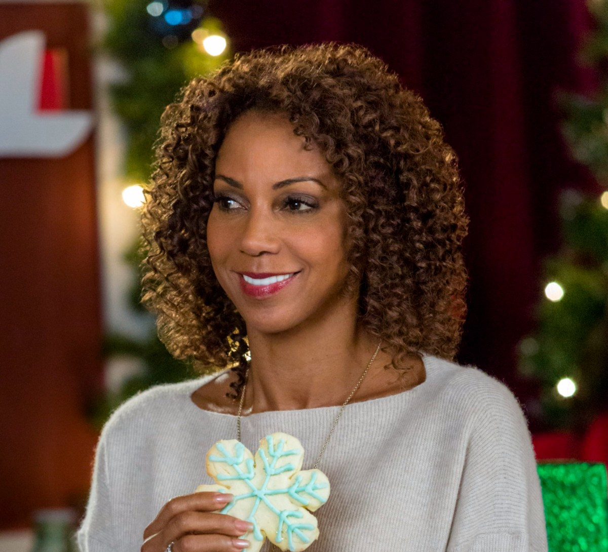"Exclusive: An Interview With Holly Robinson Peete From Hallmark Channel's ""Christmas In Evergreen"" (2017)"