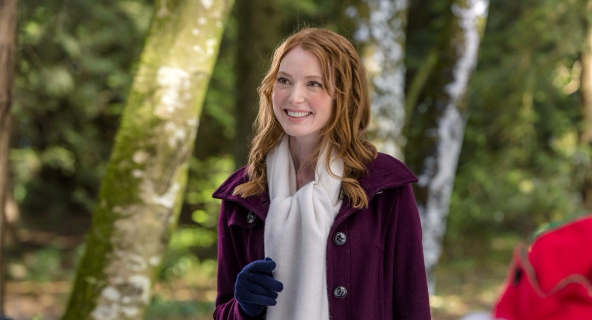 "Exclusive: An Interview With Alicia Witt From Hallmark Channel's ""The Mistletoe Inn"" (2017)"