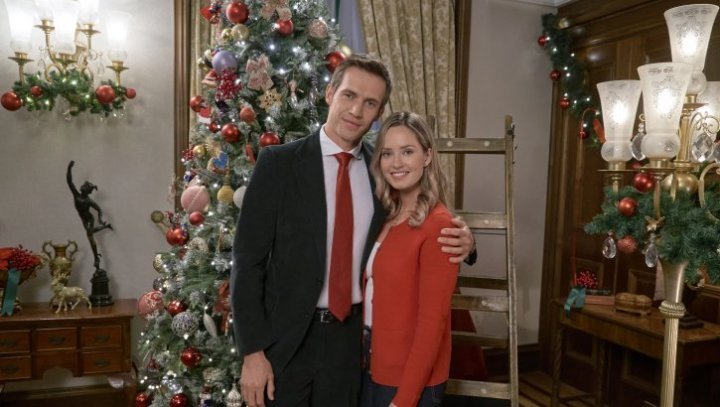 """Preview: """"Christmas At The Palace"""" A Hallmark Channel 'Countdown To Christmas' Original Movie (2018)"""