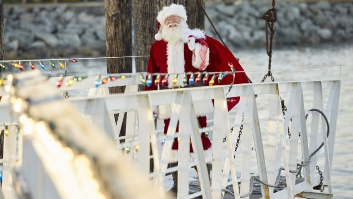 """Preview: """"Christmas Bells Are Ringing"""" A Hallmark Movies & Mysteries 'Miracles Of Christmas ..."""