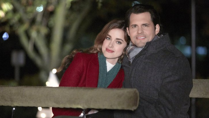 "Preview: ""Small Town Christmas"" A Hallmark Movies & Mysteries 'Miracles Of Christmas' Original Movie (2018)"