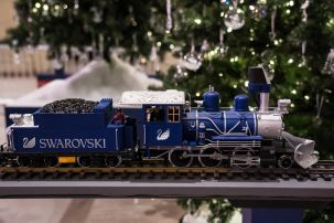 swarovski holiday union station (1)