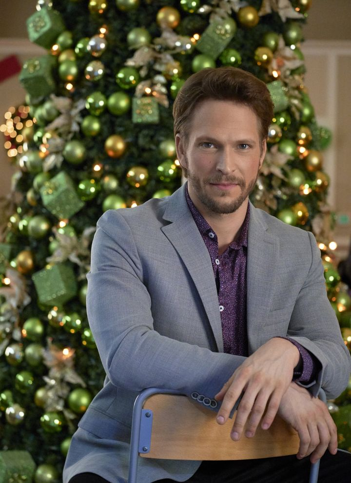 "Preview: ""Picture A Perfect Christmas"" A Hallmark Channel ..."