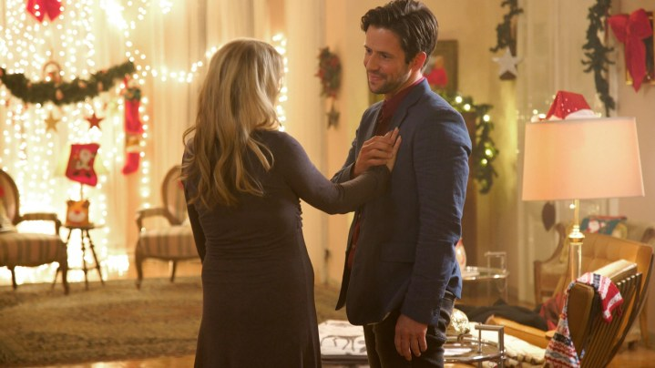 """Preview: """"Best Christmas Ball Ever"""" A ION TV Original Movie (2019)"""