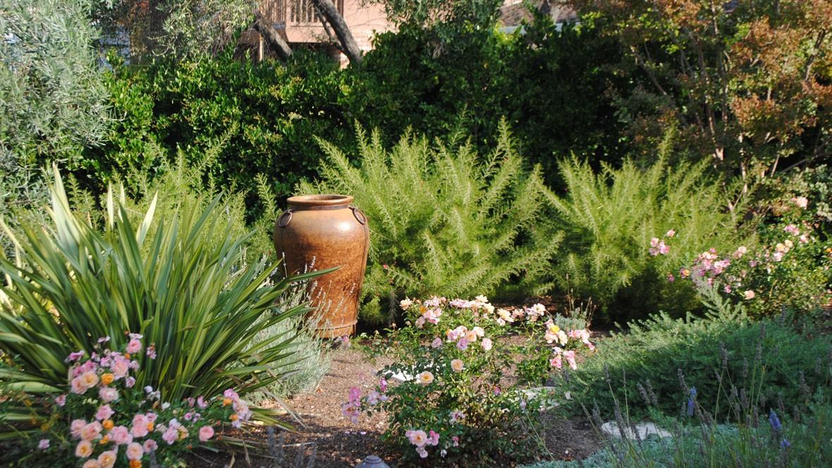 Multipurpose Mediterranean-lawnfree front garden-urn