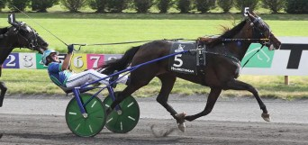 Lisa Photo | Ramona Hill (Andrew McCarthy) became the 15th filly to win the Hambletonian in the event's 95-year history. She also tied her sire Muscle Hill's stakes record of 1:50.1.