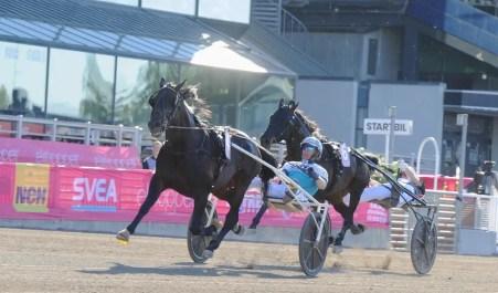 Adam Ström / stalltz | Don Fanucci Zet (Örjan Kihlström) won Sunday's Elitloppet in 1:50.4 for Brixton Medical AB and trainer Daniel Redén.