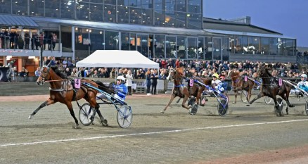 Gerard Forni Calgary Games (Jorma Kontio) dominated the $465,000 UET Grand Prix for 4-year-olds, winning in a mile rate of 1:55.2 over 1.3 miles.