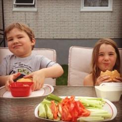 Kids et sandwich au homard