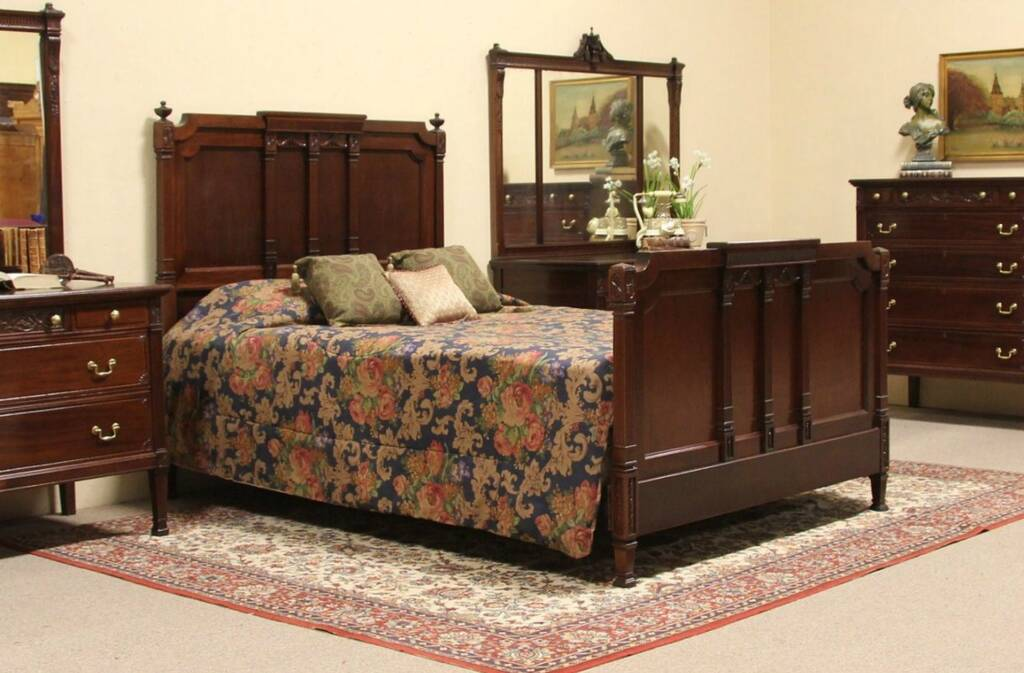 Carved Mahogany 1910 Antique Queen Size Bed