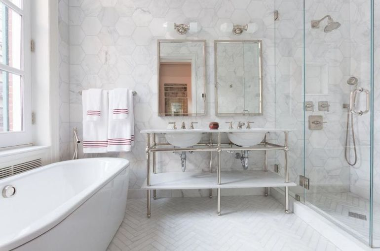 Small Bathroom Decor Ideas - Porcelain or Ceramic Tile for Small Bathrooms Design? - harpmagazine.com