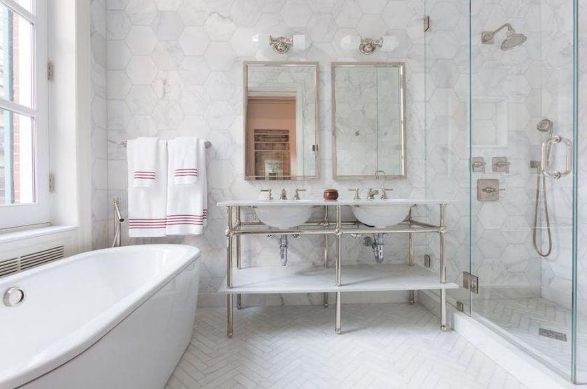 Porcelain or Ceramic Tile for Small Bathrooms Decor?