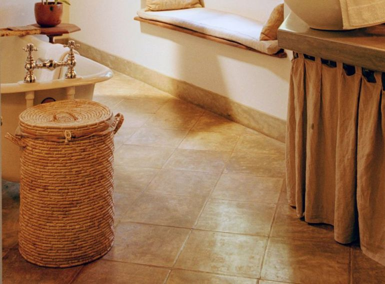 Small Bathroom Decor Ideas - Diagonal Tile Looks Super in Small Bathrooms Ideas - harpmagazine.com