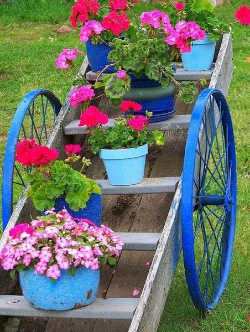 Traditional Wagon Plant Stand Front Yard Landscaping Ideas
