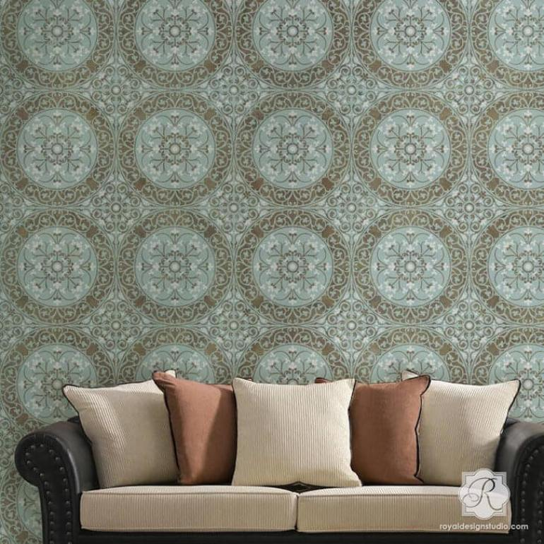 Accent Wall Ideas - Damask Stencil Accent Wall Decor - harpmagazine.com