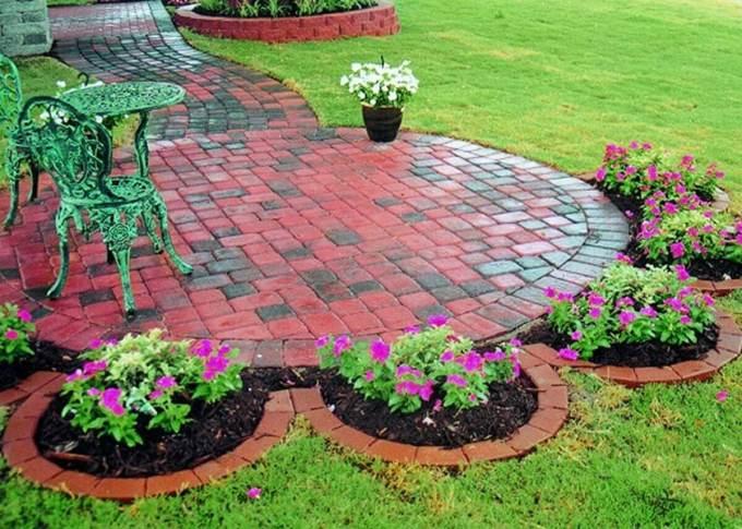 Backyard Landscaping Ideas - A Flower-Shaped Garden - harpmagazine.com