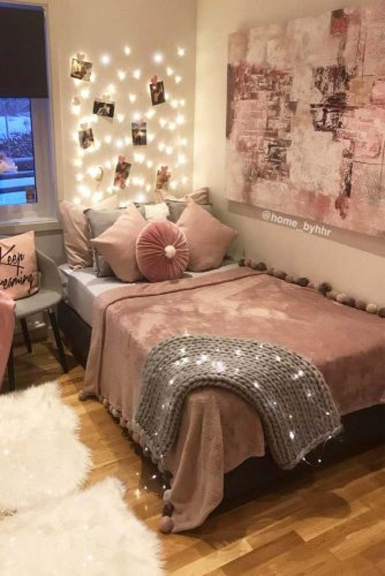 Teenage Girl Bedroom Ideas - Cozy Teen Bedroom With A Platform Bed - harpmagazine.com