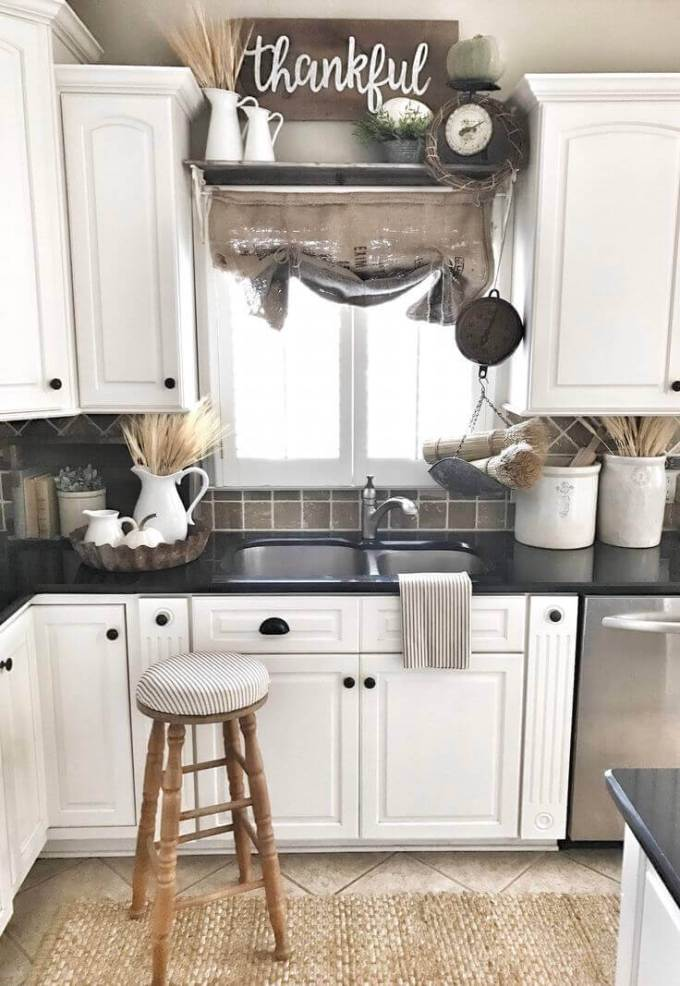 Farmhouse Kitchen Decor Design Ideas - Bouquets of Grain and Woven Accents - harpmagazine.com