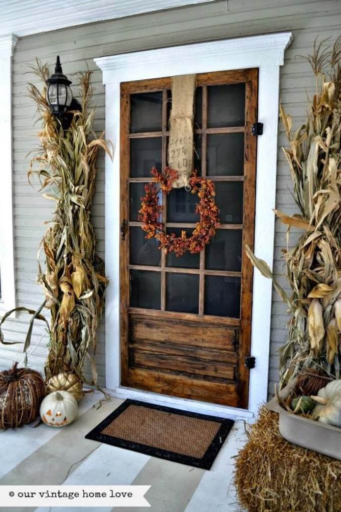 Farmhouse Porch Decorating Ideas - Autumnal Corn Maze Porch Door Decor - Harpmagazine.com