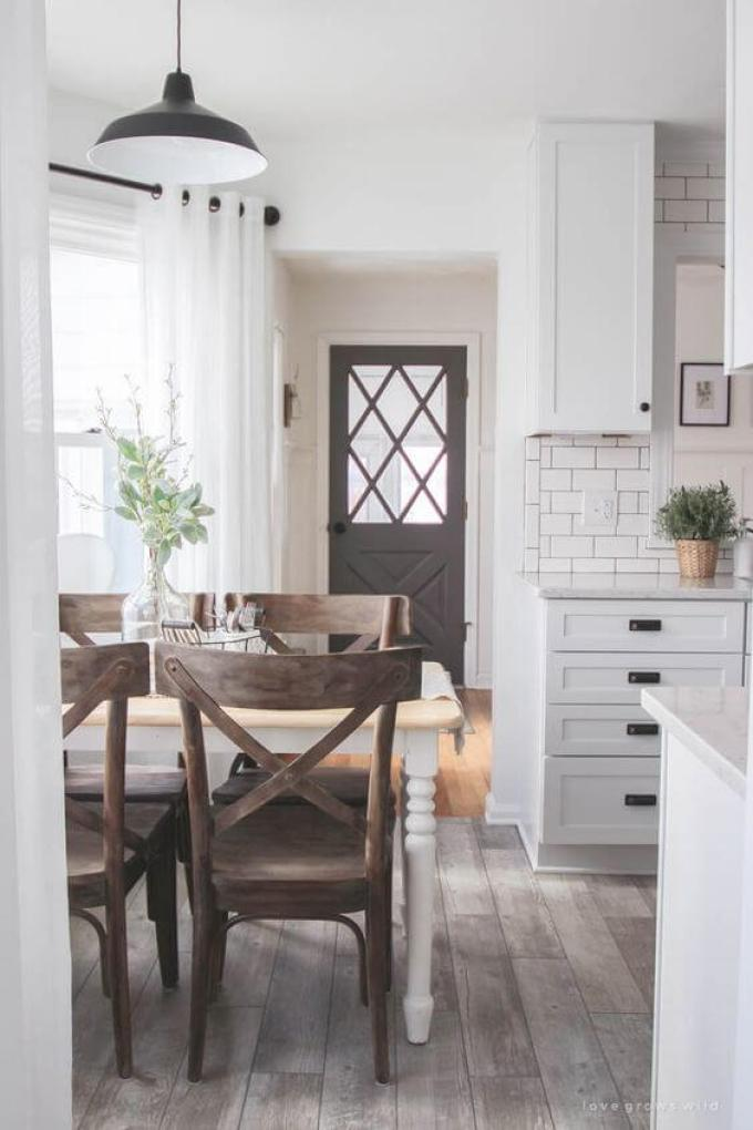 Farmhouse Kitchen Decor Design Ideas - Eat-In Kitchen Dinette with Distressed X-Back Chairs - harpmagazine.com