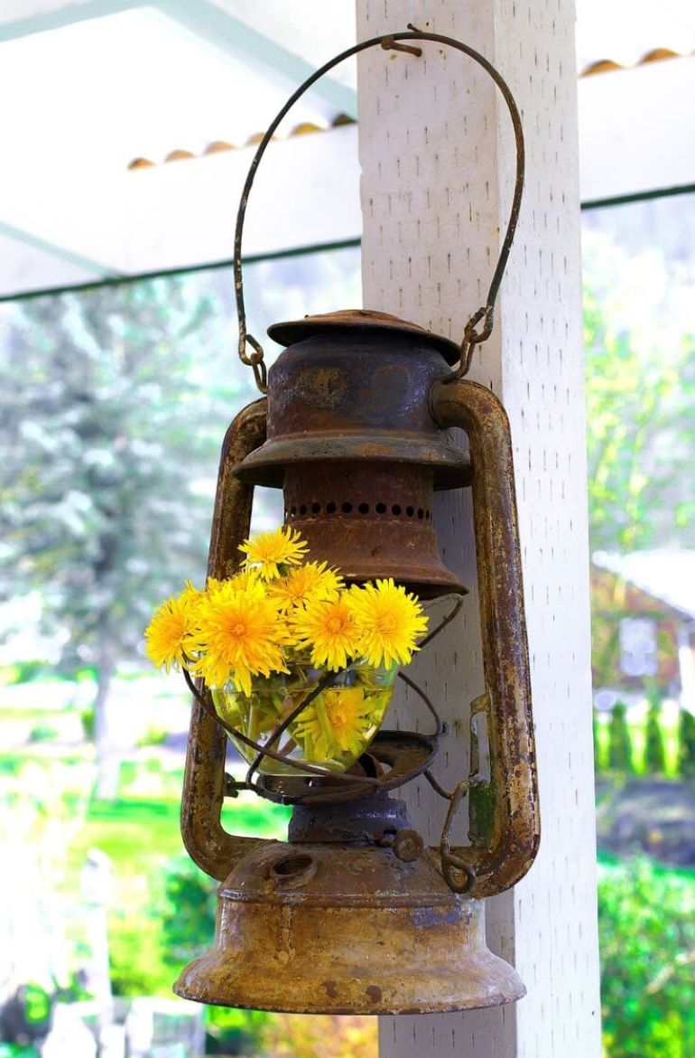 Farmhouse Porch Decorating Ideas - Miner's Lantern Flower Holder - harpmagazine.com