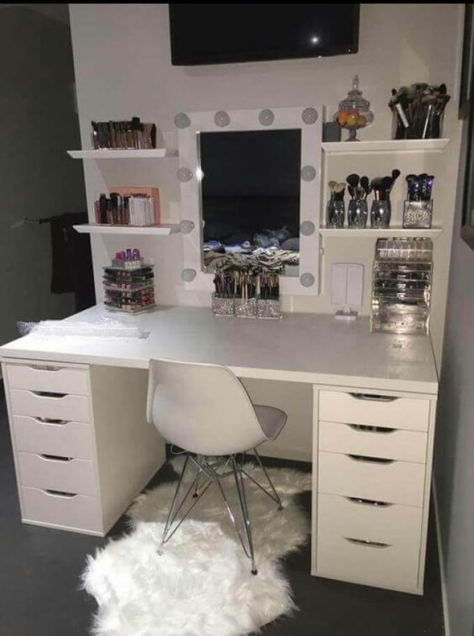 DIY Girly WhiteVanity Mirror with Lights - Harppost.com