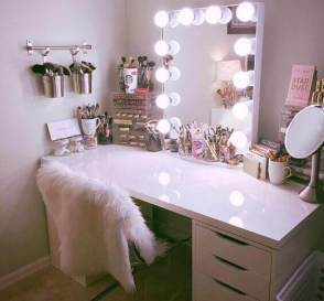 Hollywood Style DIY Vanity Mirror with Lights