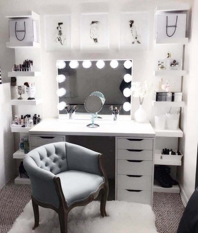 Hollywood-Style Makeup Room Ideas for Small Space - Harppost.com