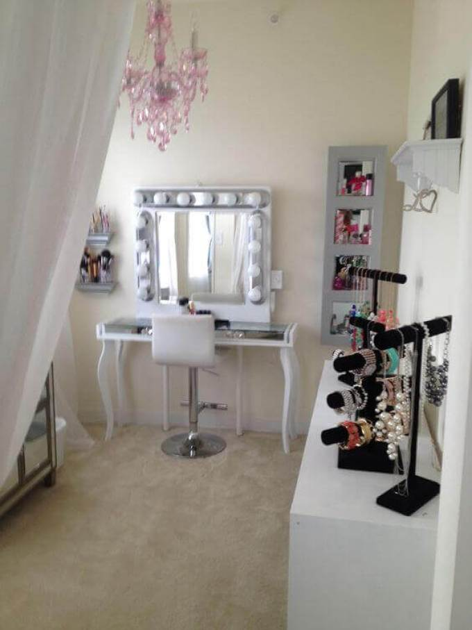 Makeup Room Ideas Elegant and Feminine Makeup Room - Harppost.com