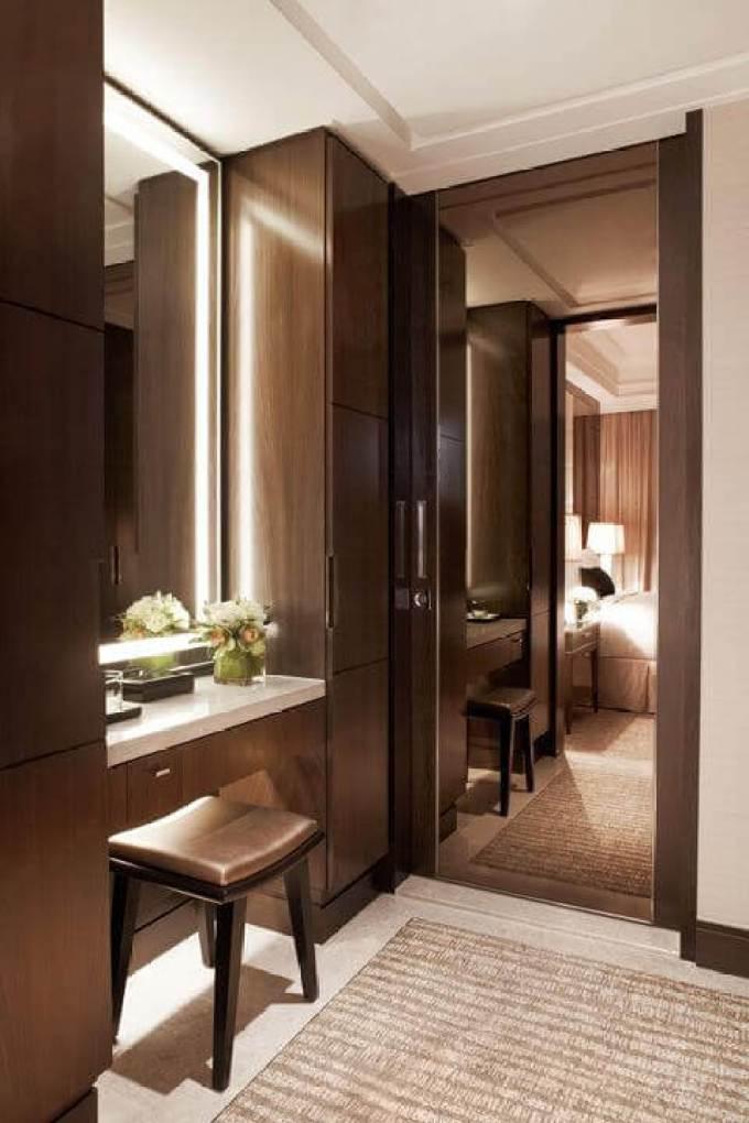Modern and Elegant DIY Mirror Vanity with Lights - Harppost.com