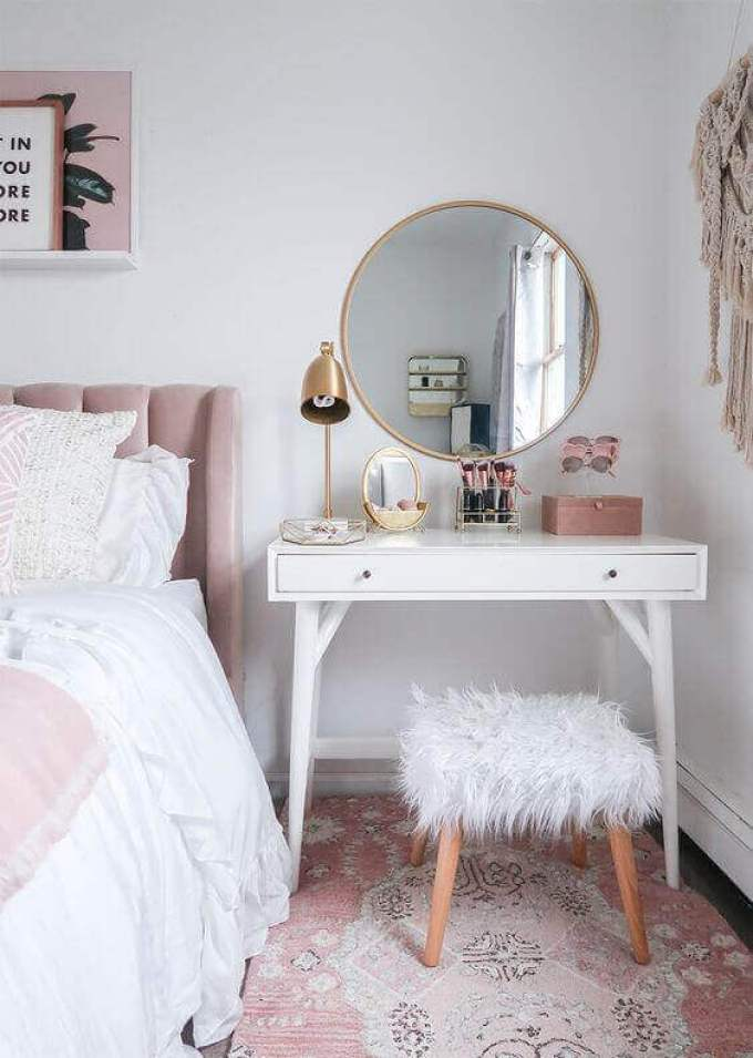 Round DIY Vanity Mirror with Lights and Copper Accent - Harppost.com