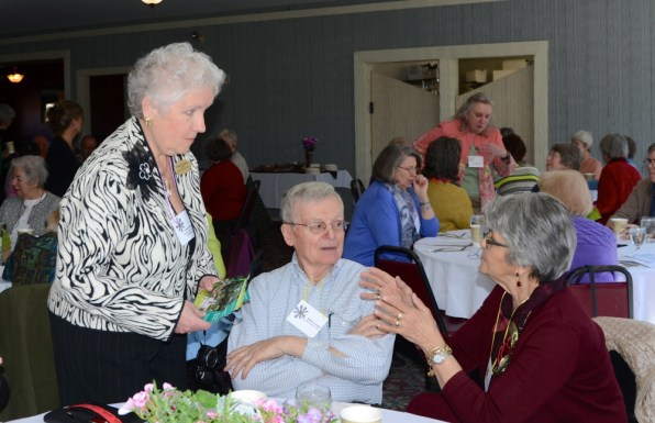 GCFM President Suzanne Bushnell chats with attendees from Osewantha Garden Club