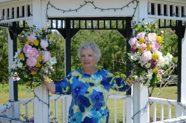 Two bouquets on the gazebo