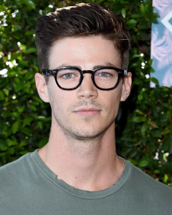Top Medium Length Hairstyles Men - Casual Blowout Hairstyle - Harptimes.com