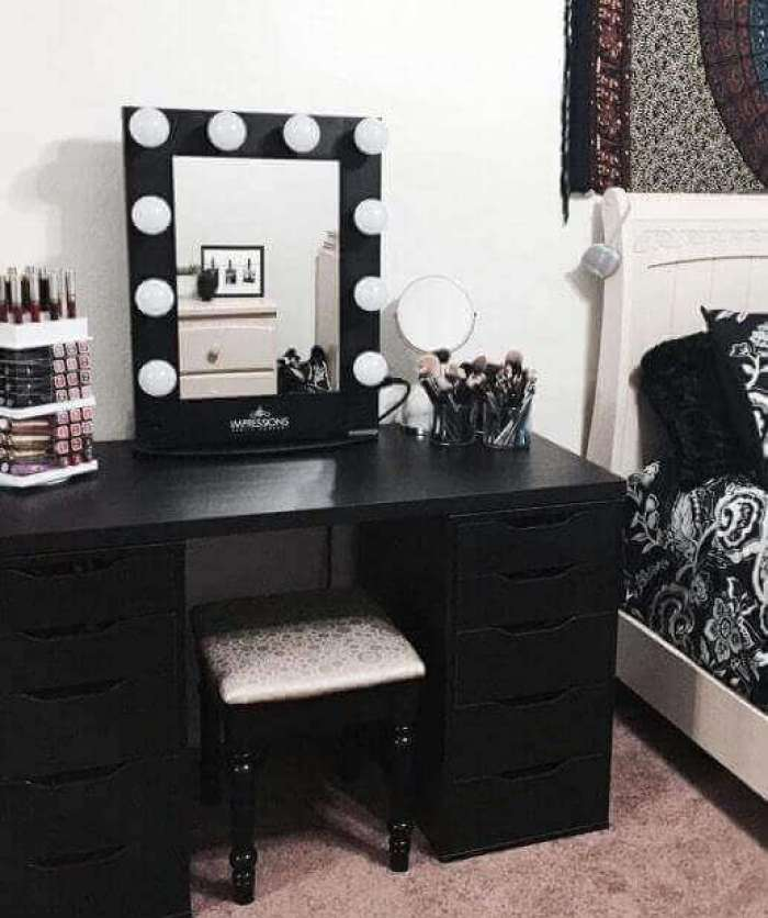 DIY Bold Vanity Mirror with Lights - Harptimes.com