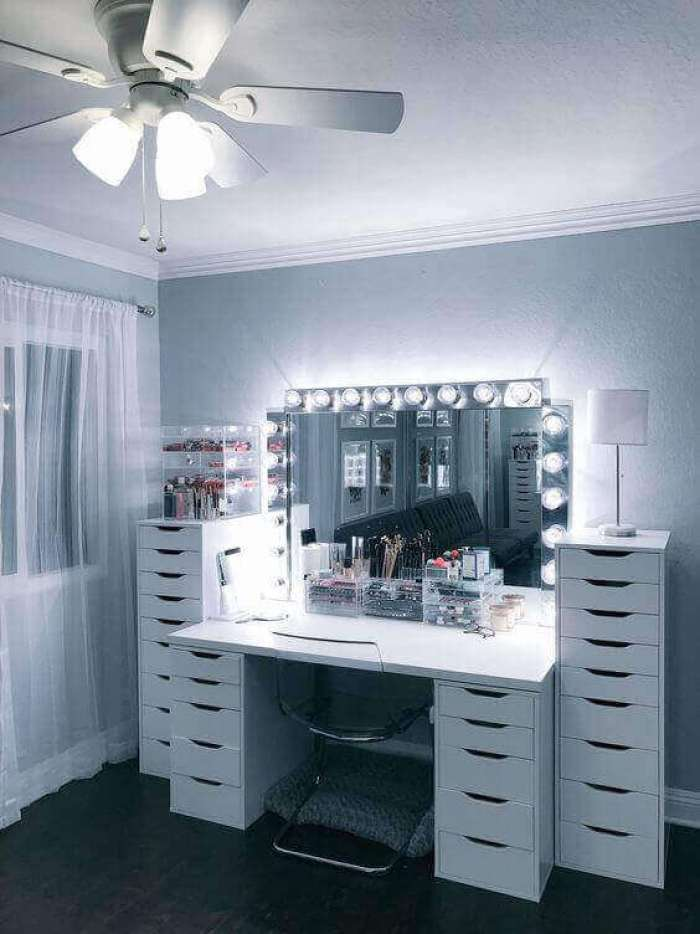DIY Vanity Mirror with Dimmable Lamps - Harptimes.com