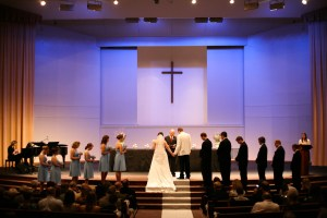 bride-groom-and-wedding-party-at-altar