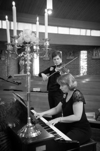 harris-academy-of-the-arts-pianist-and-violinist-playing-at-a-wedding