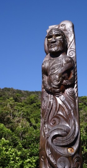 A Maori carving at Ship's Cove.