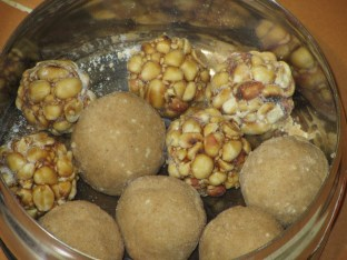 Peanut and Ganwa(Wheat flour) laddu