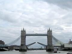 The Tower Bridge akan dilalui kapal tinggi