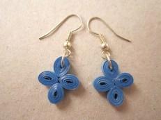 Cercei hartie quilling made by Hartiutze Atelier Paper Made Culori: albastru Latime hartie: 3mm floare